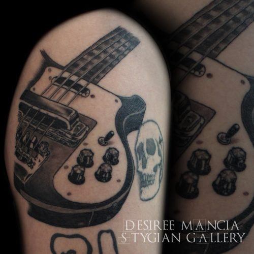 bassguitar-tattoo-blackandgrey-desireemancia