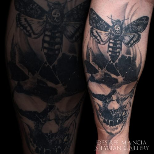 skull-moth-blackandgrey-tattoo-desireemancia